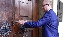 Bývalý premiér Bohuslav Sobotka při příchodu na zasedání sněmovní vyšetřovací komise k prověření privatizace OKD