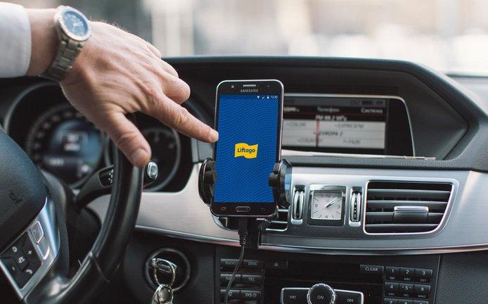 Aplikace Liftago v kabině řidiče