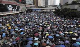 V Hongkongu dochází výstroj pro demonstranty, celníci zabavují zásilky
