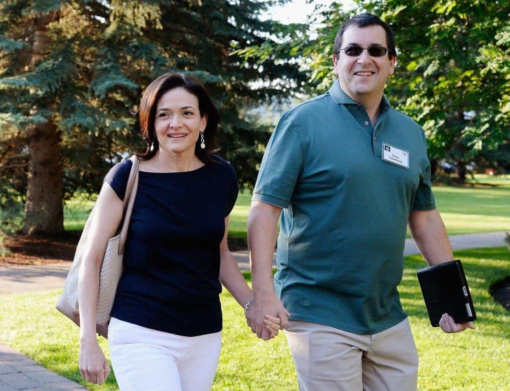 Sheryl Sandbergová s manželem Davidem Goldbergem v roce 2013.