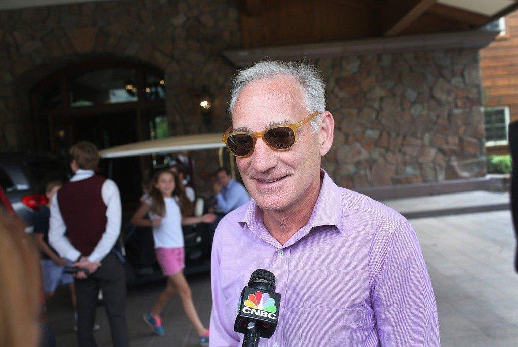 8. Gregory Maffei (Liberty Media; 67,2 milionu dolarů) Výkonný ředitel mediálního koncernu Liberty Media, kterou formálně řídí předseda John C. Malone. Maffei však odpovídá za každodenní chod společnosti.