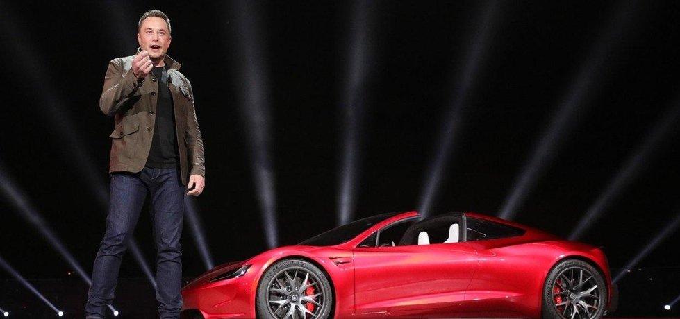 Elon Musk představil nový sportovní vůz, vybírá za něj 250 tisíc dolarů.