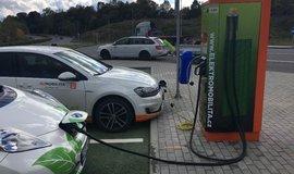 ČEZ zrychluje na poli elektromobility. Za rok zdvojnásobil počet rychlodobíjecích stanic na 100