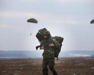 Nové přilby pro vojáky nevydrží zásah z ruční zbraně - ilustrační foto