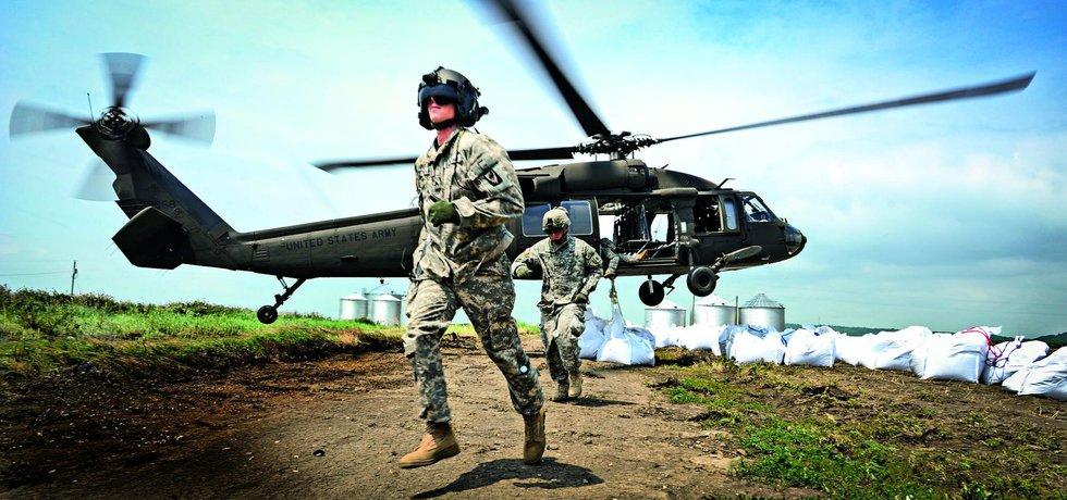 Ikonická helikoptéra. Stroje Black Hawk vděčí za svou slávu i nešťastné operaci v Somálsku, kterou zachycuje dílo Černý jestřáb sestřelen