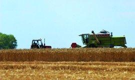 Zemědělci by měli mít při nákupu půdy přednost před spekulanty, navrhuje Toman