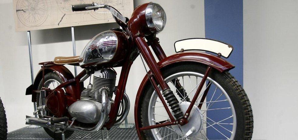 Jawa 250 Pérák ze sbírky Technického muzea