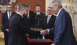 Prezident Miloš Zeman jmenoval Aleše Michla (na snímku vlevo) a Tomáše Holuba členy bankovní rady České národní banky