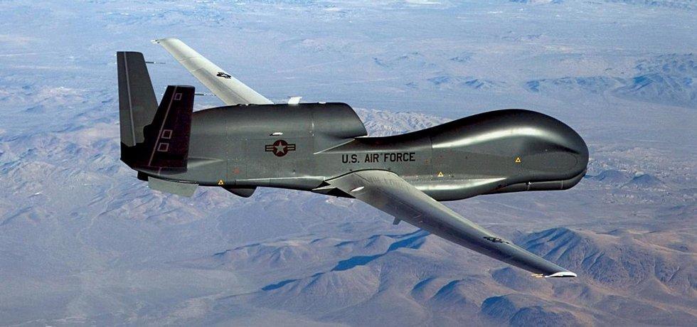 Northrop Grumman RQ-4 Global Hawk, dron používaný americkou armádou, děsí nejen teroristy, ale především civilisty.