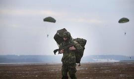 Náhradní řešení: obrana kupuje přilby za 435 milionů