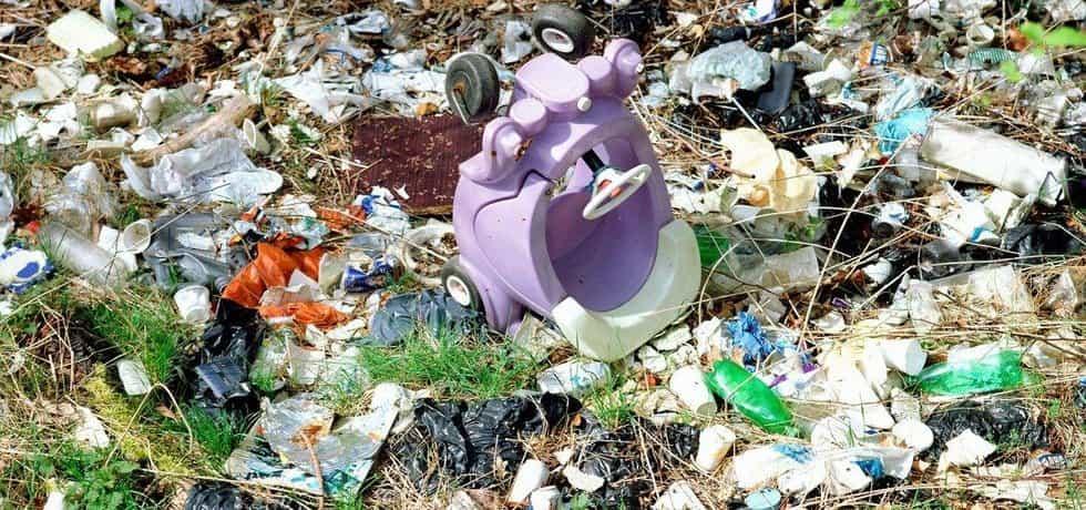 Místo odpadků psí louka a dráha na cyklotrial