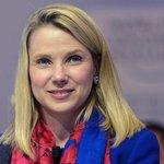 """Marissa Mayerová   Jen co jí telekomunikační operátor Verizon zaplatil 23 milionů dolarů, aby už přestala ruinovat jeho novou akvizici Yahoo (kde byla od roku 2012 generální ředitelkou s čistým výsledkem minus 6,5 miliardy dolarů firemní hodnoty), má Mayerová na dosah další špičkový džob. Pokud jej dostane a bude postupovat stejně jako v minulém působišti, budou vozy Uberu a) každý druhý den měnit logo, abyste je nepoznali; b) nevysvětlitelně zastavovat a říkat """"došel benzin"""", ačkoli jste zrovna natankovali; c) každé tři dny budou po řidičích chtít, aby vyměnili klíče i se zámky za nové. A za pět let bude jezdit jen šest vozů Uberu; budou se jimi v kancelářských budovách z patra do patra dopravovat limonády."""