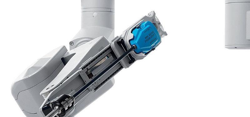 Obr. 5 – Detail ramena operační konzole (robota) s upevněným nástrojem