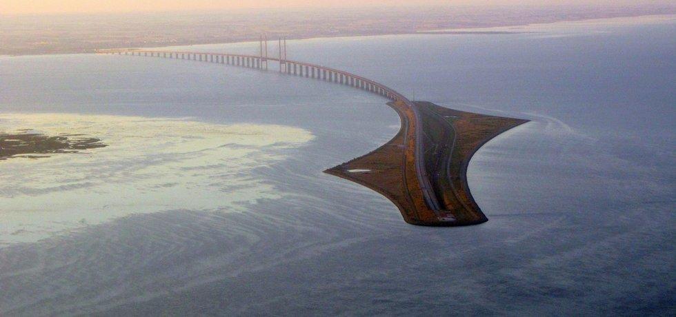 Bude se Metrostav podílet na další podobné stavbě ve Skandinávii? Most přes úžinu Öresund spojuje Dánsko se Švédskem. Jeho součástí je i podmořský tunel o délce přes 3,5 kilometru