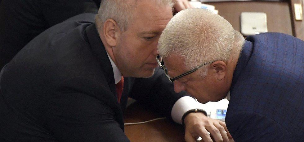 Ministr vnitra Milan Chovanec (ČSSD) v rozhovoru s aktérem dotační kauzy Čapí hnízdo Miroslavem Faltýnkem