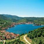 Chorvatsko Daň v rozmezí od 2 do 7 kun na osobu a daň se odvádí v Chorvatsku. Výše závisí na kategorii ubytování (4 kategorie) a ročním období. Mládež ve věku 12-18 let má 50% slevu. Děti do 12 let neplatí.