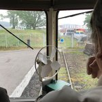 Po vlečce musí jet vlak velmi pomalu. Nejen kvůli jejímu stáři, ale hlavně kvůli ostrému klesání a stoupání