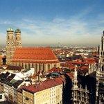 Německo Kulturförderabgabe v Německu se pohybuje v rozpětí 0,5 eura až 5 eur, nebo 5 % z ceny ubytování. Podobně jako v Rakousku záleží na lokalitě. V Berlíně odvedete 5 % z ceny noclehu, maximálně však po dobu 21 dní. Například Mnichov ale turistickou taxu vůbec neuplatňuje.