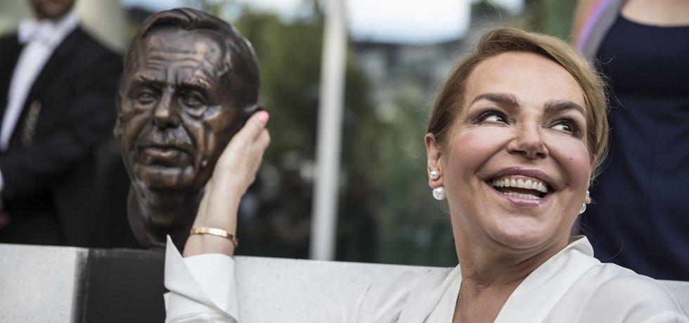 Budovu v podvečer slavnostně inaugurovali předseda europarlamentu Antonio Tajani a Havlova manželka Dagmar.