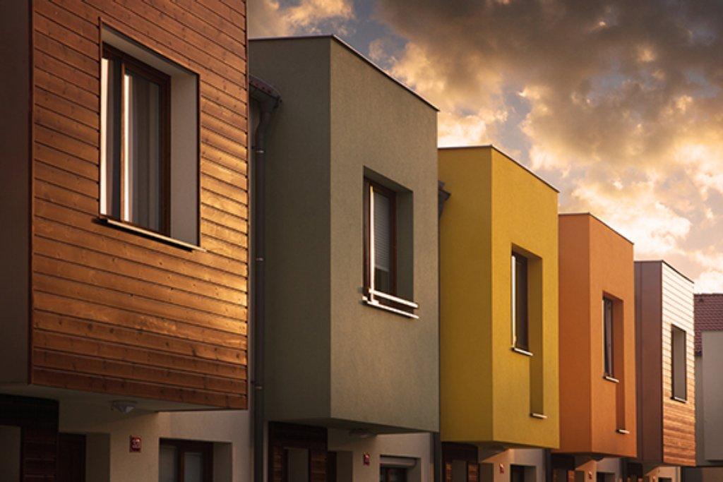 Moderní rodinné domy na dosah Prahy i Karlštejna