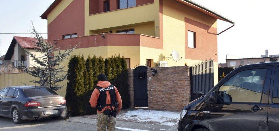 Policie před domem Antonína Vadaly, ilustrační foto