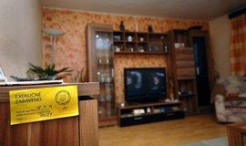 Exekutory by měl přidělovat stát podle bydliště dlužníka, domnívá se většina Čechů
