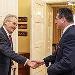 Prezident Miloš Zeman (vlevo) přijal na zámku v Lánech slovenského prezidentského kandidáta Maroše Šefčoviče