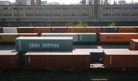 Úplná obchodní válka posune svět k recesi, varují analytici