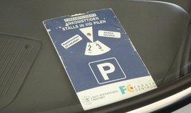 Kotouč s parkovacím časem. Nejjistější možnost, jak se vyhnout pokutě. Ilustrační foto.
