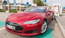 Dobíjení vozu Tesla, ilustrační foto