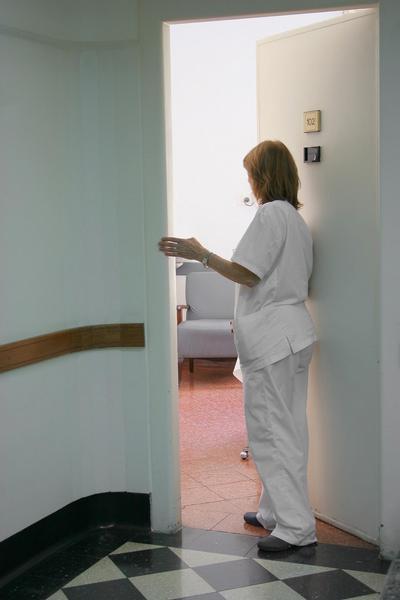lékařka, sestra, chodba