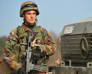 Belgický voják během cvičení v Německu v roce 2014.