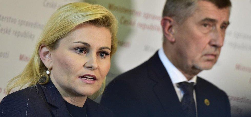 Odstupující ministryně spravedlnosti Taťána Malá a premiér Andrej Babiš