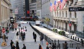 Pohled na burzu cenných papírů na Wall Street v New Yorku
