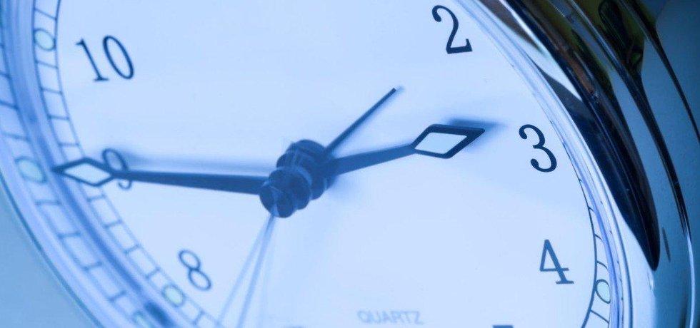 Europoslanci vyzvali EK k přezkoumání dopadu střídání času