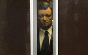 Fotografie roku, Lidé, o kterých se mluví - 1. cena (Michal Kamaryt, ČTK): David Rath obžalovaný z korupce přichází k hlavnímu líčení u Krajského soudu v Praze, srpen 2013