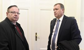 Bývalý náměstek ministerstva práce a sociálních věcí Vladimír Šiška (vpravo) a soudní znalec Vladimír Smejkal (vlevo).