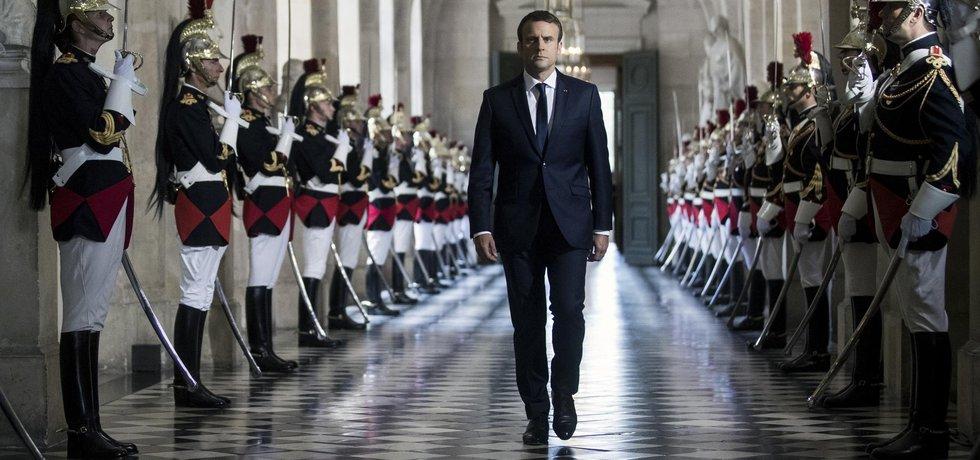 Francouzi oceňují způsob, jakým jde do kontaktu s lidmi