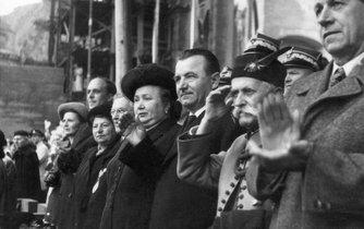 """""""Milujeme českou zem, vymetem ji s Gottwaldem,"""" volali členové Sokola."""