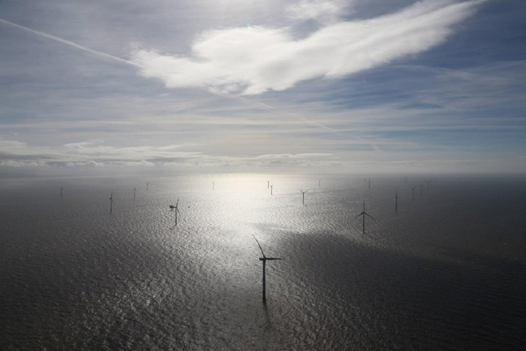 Letecký pohled na větrný offshore park Burbo Bank Extension.