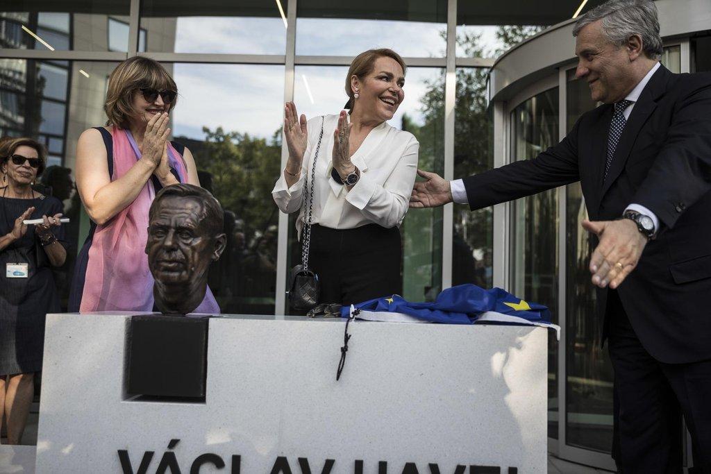 Podle předsedy europarlamentu Tajaniho se Havel celý život snažil dosáhnout usmíření a míru.