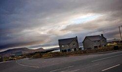 Irská města duchů srovnají buldozery.