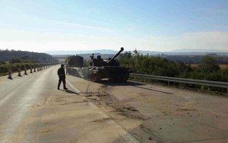 Tank české armády, spadlý 3. srpna na dálnici