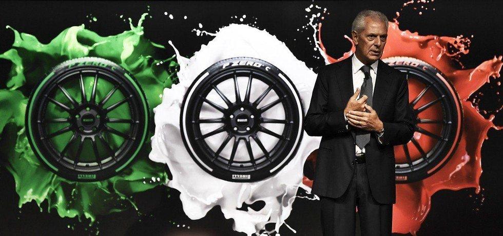 Šéf Pirelli Marco Tronchetti Provera hovoří při návratu firmy na milánskou burzu