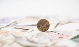 Státní dluh ke konci září stoupl na 1,67 bilionu korun. Každý Čech hypoteticky dluží 157 tisíc