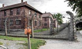 Koncentrační tábor Osvětim patří mezi hojně navštěvované lokality.