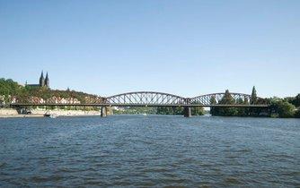 Železničnímu mostu hrozí demolice