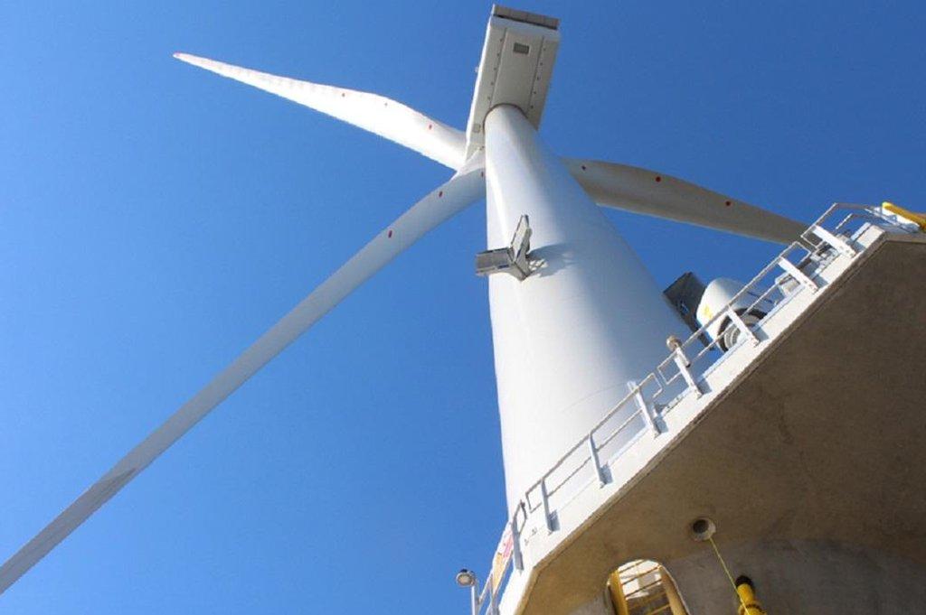 Nová větrná turbína o výkonu 8 MW je vysoká 195 metrů.