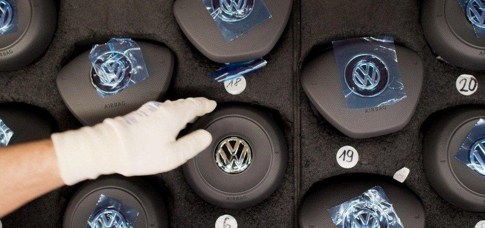 Také Volkswagen instaloval do svých aut nechvalně proslulé airbagy Takata.