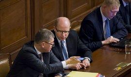 ministr financí Andrej Babiš, premiér Bohuslav Sobotka a vicepremiér Pavel Bělobrádek na schůzi Poslanecké sněmovny